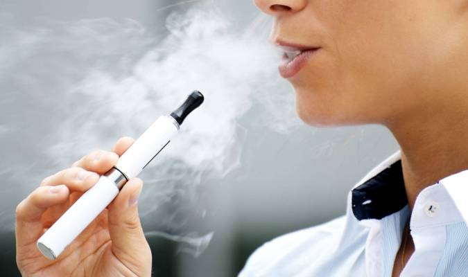 Brûlée par l'explosion de la batterie de son e-cigarette