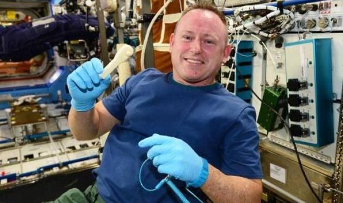 L'ISS reçoit un nouvel outil, par courriel