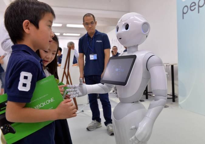 Le robot domestique avenant et sympathique maria pascalides l 39 orient - Les robots domestiques ...