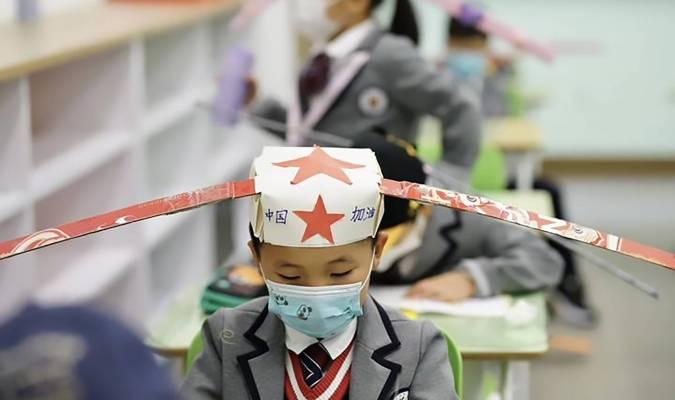 En Chine, les écoliers équipés de drôles de chapeaux